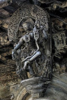 Hoysala sculpture (a column capital) of a heavenly dancer. Chennakesava Vishnu Temple, Belur, Karnataka, India, 1117AD.