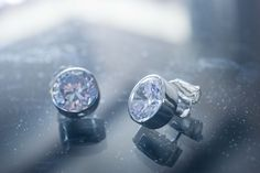 Rocks are a girl's best friend. Mesmerize yourself inside the deep ocean of sapphire. Sapphire earrings are the delicate touch your outfit needs. ---------------- Sumérgete en este océano de zafiro. Nuestro deber es representar tu esencia a través de nuestra joyería. Consigue ese toque delicado que hace falta en tu atuendo. Te esperamos, estamos para servirte. #Sapphire #earrings #Cold #diamond #jewelry #silver #gold #whitegold #fancy #elegant #joyeria #dmarlene #Aretes