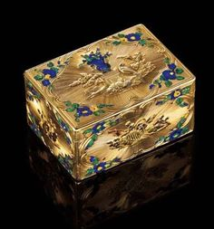 A Very Fine Louis XV Parcel Enamelled Four-Color Gold Snuff Box