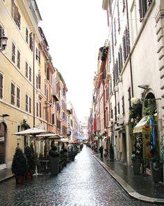 Één van de vele winkelstraten in Rome.