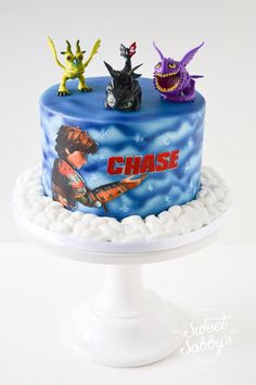 How to train a dragon cake made by www.sweetsabbys.com