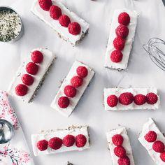No Bake Strawberry, Maple and Yogurt Multigrain Bars Strawberry Jam, Raspberry, Smuckers Jam, Dorset Cereals, Puffed Rice, Baked Strawberries, Multigrain, Whole Grain Bread, Chia Seeds