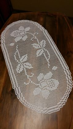 This Pin was discovered by Zeh Crochet Doily Patterns, Crochet Doilies, Knit Crochet, Yarn Crafts, Diy And Crafts, Basket Flower Arrangements, Crochet Placemats, Filet Crochet Charts, Embroidery