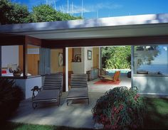 Richard Neutra's Freedman House is a true icon. Built in in 1949 for the screenwriting couple Nancy and Benedict Freedman. Minimalist Architecture, Contemporary Architecture, Architecture Office, Futuristic Architecture, Mid Century Modern Design, Mid Century Modern Furniture, Richard Neutra, Modern Buildings, Modern Houses