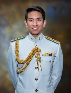 Prince Abdul Mateen of Brunei Abdul Mateen, Sexy Military Men, My Prince Charming, Cute Teenage Boys, Friend Memes, K Idol, Prince And Princess, Brunei, Asian Men