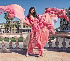 """363 Gostos, 5 Comentários - Micaela Oliveira (@micaelaoliveiraoficial) no Instagram: """"🌷#Monaco #dresses #woman #lovemyjob #fashion #beauty #micaelaoliveiraoficial"""""""