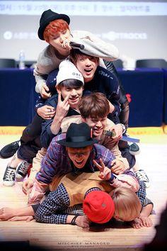 Namjoon, Jungkook Jimin, Bts Bangtan Boy, Bts Taehyung, Bts Group Picture, Bts Group Photos, Bts Lockscreen, Foto Bts, Bts Kim