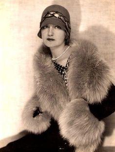 Miss Lily Elsie An english, edwardian actress/singer. Image Fashion, 20s Fashion, Fashion History, Art Deco Fashion, Womens Fashion, Vintage Fur, Vintage Glamour, Vintage Beauty, Vintage Ladies