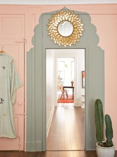 Hour Wows: How To Make a Dramatic Room Statement in Just 60 Minutes We love this pink bedroom with faux painted Moroccan-inspired arch over doorway!We love this pink bedroom with faux painted Moroccan-inspired arch over doorway! Casa Loft, Interior Paint Colors, Yellow Interior, Interior Painting, Painting Furniture, Living Room Paint, Painted Doors, Painted Walls, My New Room