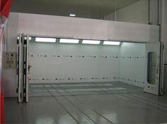 Cabine de pintura com porta lateral.