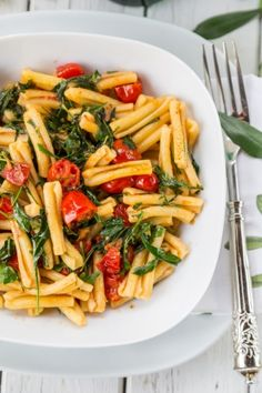 Mediterranean pasta with arugula and tomatoes