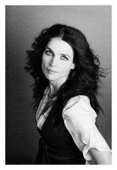 Julia Ormond (Witches of East End) Female Actresses, Actors & Actresses, Julia Ormond, Witches Of East End, Older Beauty, Celebrity Portraits, Black And White Portraits, Celebs, Celebrities