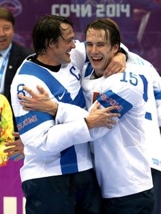 Teemu Selanne and Tuomo Ruutu of Finland celebrate a victory over Team USA in the men's bronze medal ice hockey game at the 2014 Winter Olympics. Hockey Baby, Ice Hockey, Hockey Games, Hockey Players, Finland Summer, Anaheim Ducks, Team Usa, Winter Olympics, Nhl