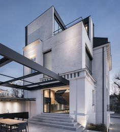 Classic White Concrete House Rebuilt in Stara Zagora, Bulgaria Architecture Magazines, Architecture Awards, Residential Architecture, Amazing Architecture, Architecture Details, White Exterior Houses, Concrete Houses, Precast Concrete, Diy Concrete