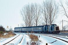 Dieser Zug führte planmäßig eine zweite (nicht wendezugfähige) V100 mit. Hier ließ sich 211 322 von 212 261 mitschleppen (beide vom Bw Karlsruhe).   27.11.1985