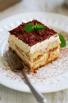 Simple-Tiruamisu-Receita sobremesas рецепты, десерты и завтрак. Italian Desserts, Just Desserts, Delicious Desserts, Yummy Food, Italian Dinners, Creative Desserts, Easy Tiramisu Recipe, Tiramisu Dessert, Flan