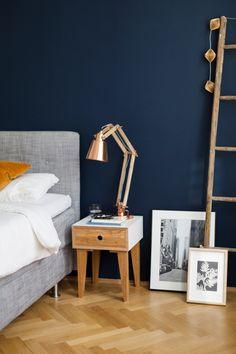 Der Stoolrider von Andreas Janson ist aus Nussbaumholz gefertigt und duftet einfach himmlisch. Wunderschönes Möbeldesign zu leistbaren Preisen !
