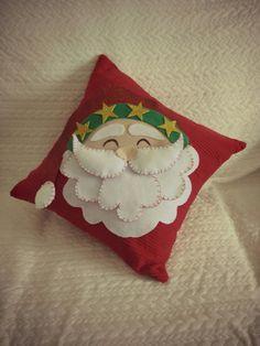Bom dia mundo  É quase natal... Yeeaaahhh...  Nao demores, decora o teu espaço com esta almofada alusiva ao natal ❄  Almofada Pai Natal 3D   Bom domingo   #cantocolorido #coracao #trabalhosmanuais #diy #comamor #almofadas  https://m.facebook.com/cantocolorido   http://plus.google.com/106810112744248976398