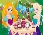 Em Princesas Disney Festa do Chá, as Princesas Disney Elsa e Rapunzel estão organizando uma festa do chá com todas as Princesas Disney e elas precisam de sua ajuda. Ajuda Elsa e Rapunzel preparar os convites, se arrumarem e decorar a festa. Divirta-se com Elsa e Rapunzel!