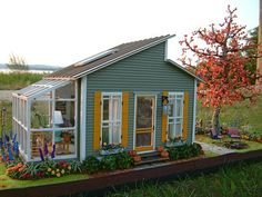 "Cute little house/shed with greenhouse. Perfect amount of space for the salon, convert greenhouse to sunroom! I definitely want a sunroom on my tiny house and a large porch.plenty of ""outdoor"" space! Tyni House, Tiny House Living, House Deck, Tiny House Shed, Small House Kits, Cheap Tiny House, Off Grid Tiny House, Cottage House, Small Living"