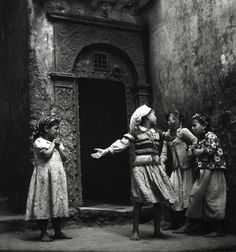 - Young girls playing in a street of the old city (Algiers, Algeria) Culture Art, Monochrome Photography, African Countries, The Beautiful Country, North Africa, African Women, Old Pictures, Love Art, Vintage Photos