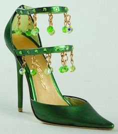 Could make this an earring tree Shoe Boots, Shoes Sandals, Women Sandals, Green Shoes, Shoe Art, Me Too Shoes, Fab Shoes, Luxury Shoes, Beautiful Shoes