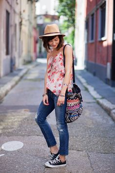 """justthedesign: """" Zoe Jonak is wearing a floral top from Mango, jeans from Zara, bag from Promod and sneakers from Converse """""""