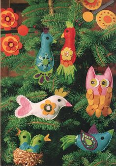 groovy vintage felt ornaments: (Sally Annie Magundy - Vintage Christmas Magazine Rednesday)