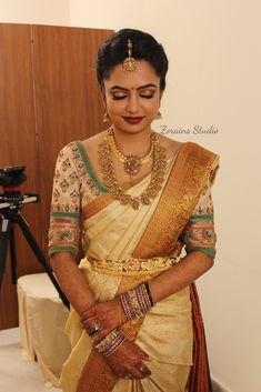 Bridal Sarees South Indian, South Silk Sarees, Blue Silk Saree, South Indian Bridal Jewellery, Bridal Silk Saree, Indian Bridal Outfits, South Indian Bride, Saree Blouse Neck Designs, Indian Beauty Saree