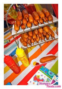Ideas para fiesta de cumpleaños temática de Circo y Payasos. Encuentra todos los artículos para esa fiesta en nuestra tienda en línea: http://www.siemprefiesta.com/fiestas-infantiles/ninos/articulos-fiesta-de-payaso.html?utm_source=Pinterest&utm_medium=Pin&utm_campaign=Payaso