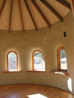 Temperate Climate Permaculture: Straw Bale Homes are Beautiful & relatively inexpensive to build. Adobe Haus, Cob Building, Green Building, Straw Bale Construction, Earth Bag Homes, Earthship Home, Sustainable Architecture, Residential Architecture, Contemporary Architecture