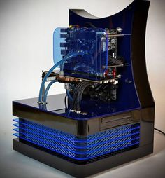 Is it a time machine? Is it a replicator from Star Trek? No, it's a custom-built PC created by Danish master computer builder Mads Bendtsen (aka DluXe), made of Plexiglas, stainless steel, nylon, and other lovely components.Top 10 Tech from mashable.