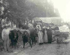 The Prairie Schooner float Utah's 1897 Pioneer Jubilee by jayne Pioneer Life, Pioneer Day, Pioneer Trek, Us History, American History, Old Pictures, Old Photos, Vintage Photographs, Vintage Photos