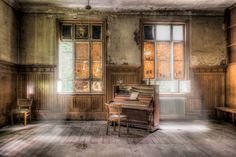 ghost piano by Wolfgang Simm on 500px