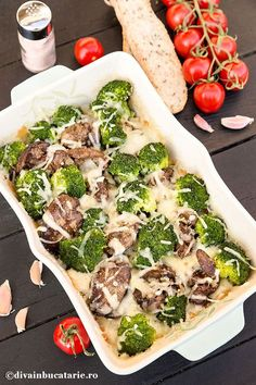 GRATIN DE FICATEI DE PUI CU BROCCOLI | Diva in bucatarie Romanian Food, Vegetable Pizza, Broccoli, Zucchini, Bacon, Good Food, Low Carb, Homemade, Dishes
