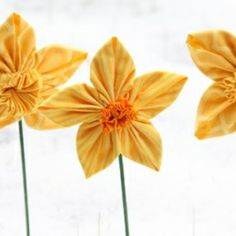 Three different methods for DIY daffodils made from fabric.