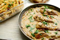 Kip in champignonsaus | Kookmutsjes Quick Easy Meals, Bon Appetit, Cheeseburger Chowder, Hummus, Foodies, Curry, Food And Drink, Soup, Pasta