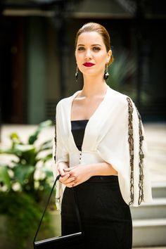 Jóias elegantes com seu vestuário