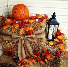 35 Beautiful DIY Fall Outdoor Decor Ideas You Will Like - doityourzelf Autumn Decorating, Porch Decorating, Decorating Ideas, Deco Champetre, Decoration Originale, Deco Floral, Fall Home Decor, Fall Yard Decor, Fall Decor Outdoor