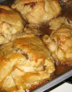 Dessert doesn't have to be fancy to be good, these Trisha Yearwood Apple Dumplings are always tasty and super easy! Trisha Yearwood Apple Dumplings Category: Dessert Cuisine: American Dessert doesn't have to be fancy to be good, these Trisha Köstliche Desserts, Delicious Desserts, Yummy Food, Easy Apple Desserts, Apple Deserts, Desserts With Apples, Apple Dessert Recipes, Great Desserts, Fruit Recipes