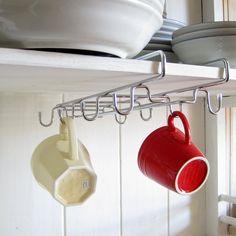 棚下のデッドスペースをおしゃれに有効活用!。ワイングラスホルダー ワイングラスハンガー ワイングラスラック ワイヤーグラスラックWマグカップホルダー 戸棚下収納 グラス収納 マグカップ収納 雑貨