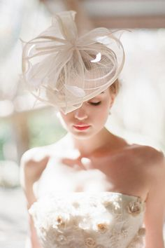Love this headpiece for your wedding day!    Find wedding show tickets at Orlando.PWGShows.com #ORLPWGSHOW