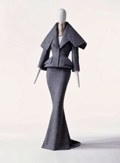 Suit and ChokerAutumn/Winter 1997 John Galliano for Christian Dior HAUTE COUTURE Material: gray wool tweed; pad at jacket hem; train with long skirt. French Fashion, Look Fashion, High Fashion, Vintage Fashion, Womens Fashion, Fashion Design, Vintage Dior, Dress Fashion, Dior Haute Couture