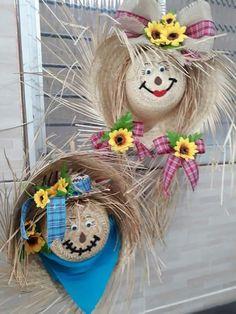 Dicas para quem deseja criar uma festa junina perfeita em casa! #festajunina #decor #decoração #arraia #festa #junho #arquitetura #decoracao #decoracaoarraia #arraiá #blog #pinterest #love Autumn Crafts, Thanksgiving Crafts, Holiday Crafts, Fall Halloween, Halloween Crafts, Halloween Decorations, Easy Fall Wreaths, Manualidades Halloween, Diy Arts And Crafts