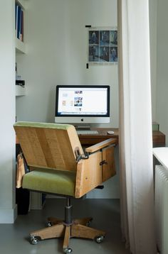 Workspace with vintage chair | Styling @fietjebruijn | Photographer Dennis Brandsma | vtwonen December 2010