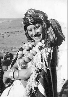 Africa | Young Aït Haddidou woman, Morocco. || Scanned postcard; publisher Bertrand.