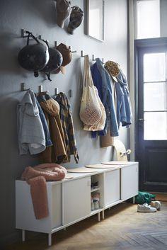 Ikea, les premières images du catalogue 2019 - Home Decor - Zapatos Ikea Hallway, Hallway Storage, Banco Ikea, Entrada Ikea, Ikea Bank, Ikea Eket, Best Home Interior Design, Diy Home Decor, Home Goods