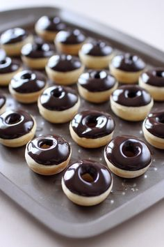 Mini donuts au four. A tester sans le moule mais avec douille au milieu pendant la cuisson