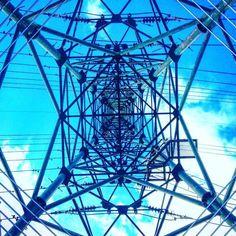 鉄塔真下潜り込みました Under the center of a pylon! #鉄塔 #鉄塔祭り #鉄塔倶楽部 #steeltower #powerlines #electricalsky #lookup #sky  #カラフル鉄塔 #colorfulsteeltower by rikamay