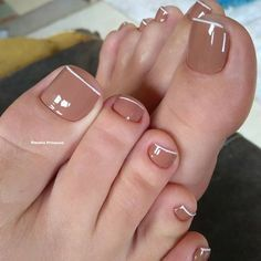21 Modelos de Unhas com Francesinha em Cores Sortidas Cute Toe Nails, Toe Nail Art, Pretty Nails, Pedicure Designs, Nail Art Designs, Cute Pedicures, Summer Toe Nails, Cosmetic Brush Set, Crazy Nails